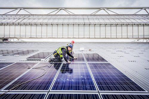 Merin & Nuon bezegelen groots zonnedakproject