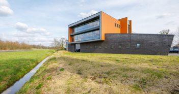 216 MEER DAN CIJFERS huurt een kantoorruimte aan de Josink Maatweg 43 in Enschede