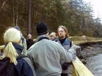 Ronny Fors och grannar på en naturvandring i Ryssbergen