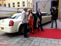 Bert Karlsson, Charlotte Perelli och Henrik Fexeus med CrownLimos bil vid inspelningen av Talang 2011