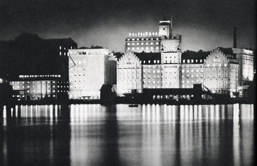 Nattbild över Saltsjöqvarn från inloppet, 1939