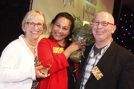 Danvikshem vinnare Bästa Seniorservering Arla Guldko 2012. Från vänster: Irene Gidlund Granqvist, Napaporn Promyart och Didier Grislin.