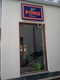 Skylt för restaurang PONG Henriksdal i Henriksdalshamnen