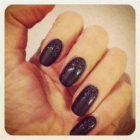 Mat nail polish with glitter