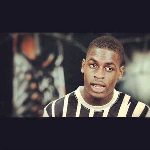 Miko Wizzy Kiawanga, 18 årig fotbollsspelare från Henriksdalsberget