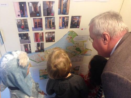 Sten Nordin besöker förskolan Storseglet i Henriksdalshamnen