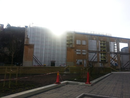 Finnboda, Nacka: IKANO Bostads hus nedanför Finnberget sett från Finnboda Hamnplan