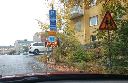 Finnberget i Nacka: Digital hastighetsskylt