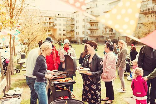 Local life anordnar grillning på Finnboda green.