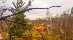 Utsikt från Trolldalen mot Vilans skola (vår)