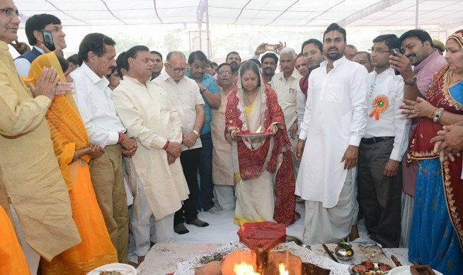 cm-birthday-greetings-mahila-thana-PH-06
