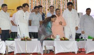 cm-inaugural-function-jaipur-railway-station-suresh-prabhu-AKS_4098