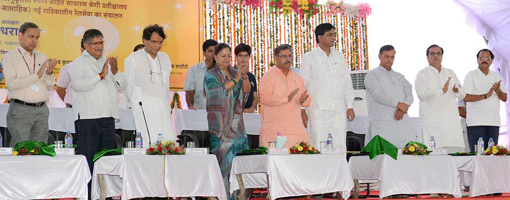 cm-inaugural-function-jaipur-railway-station-suresh-prabhu-CMA_3353