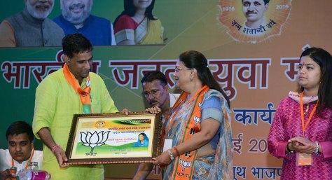 vasundhara-raje-bhartiya-janta-yuva-morcha-executive-committee-CMA_6033