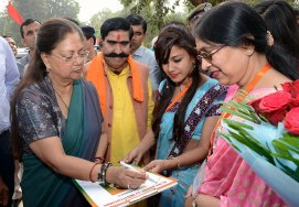 vasundhara-raje-jan-samvad-in-alwar-13nov2017-CMP_4547
