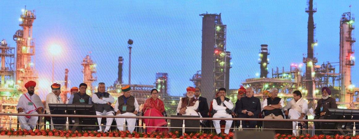vasundhara-raje-narendra-modi-barmer-refinery-inauguration-CMP_7685
