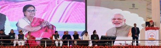 vasundhara-raje-narendra-modi-barmer-refinery-inauguration-CMP_7783