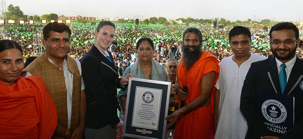 yoga-day-kota-vasundhara-raje-baba-ramdev-CMA_9878