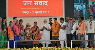 narendra-modi-and-vasundhara-raje-jaipur-beneficiaries-meeting-CMP_7736