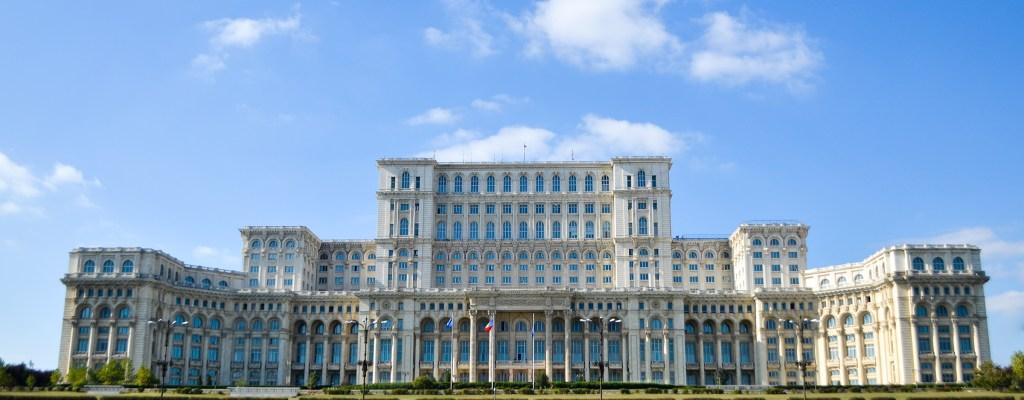 Букурещ: големи сгради, красиви паркове и луди шофьори