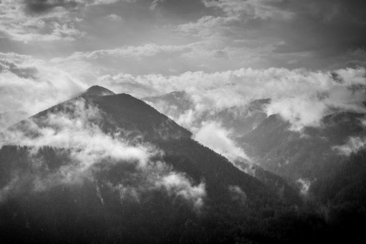 орлово око облаци