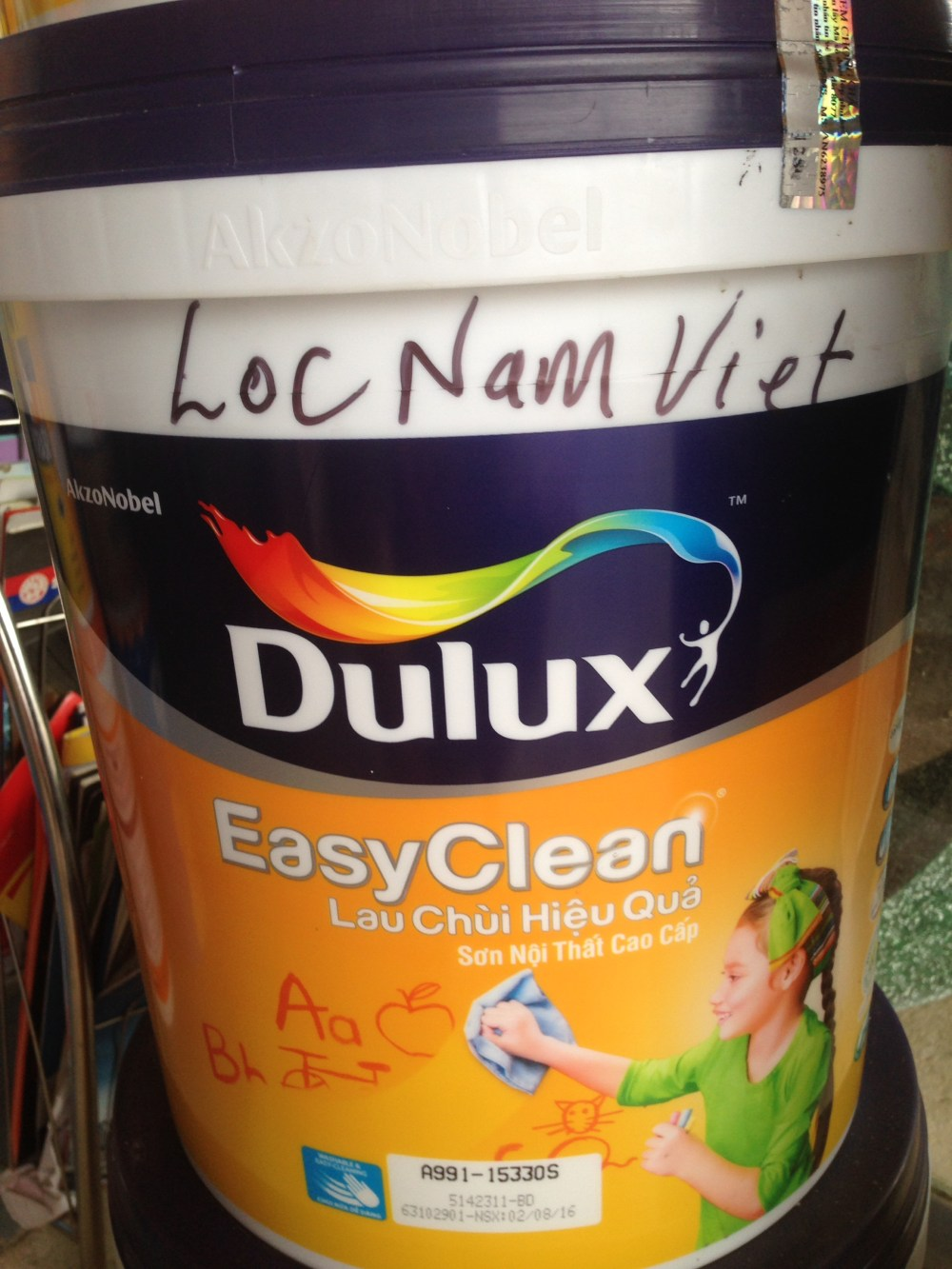 Sơn nước Dulux easyclean- lau chùi hiệu quả