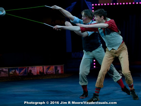 Sawyer Oubre and Liam Gundach do a diabolo duet