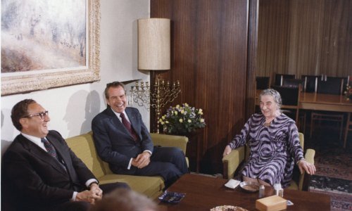 From left to right: Henry Kissinger and Richard Nixon meet with Israeli Prime Minister Golda Meir.