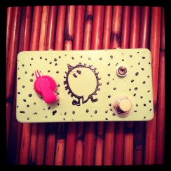 Another variation on our oft-repeated 4-transistor fuzz build, this time in sea foam and pink. This one lives in Chicago.