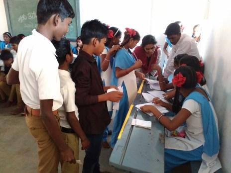 Facilitators help cross a problem