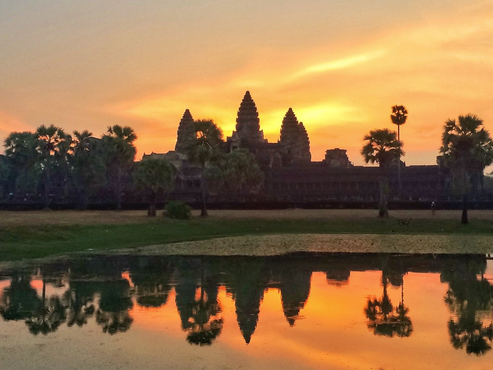 vaycarious.com sunrise over angkor wat