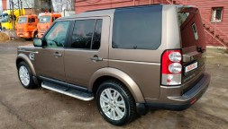 Land Rover Discovery — вид сзади