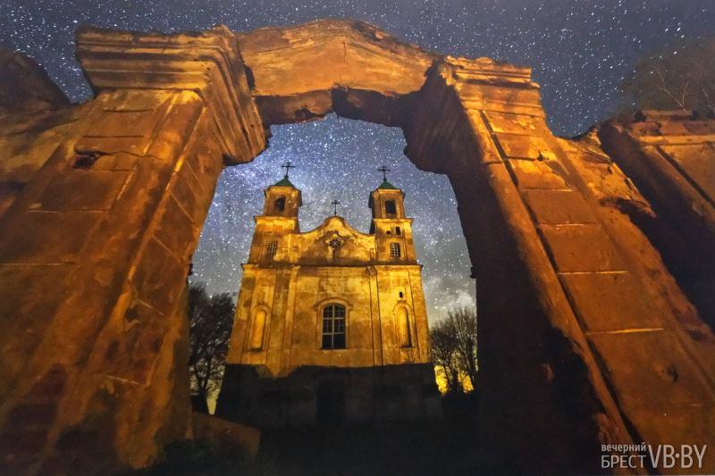 Виктор Малыщиц на выставке астрофотографии