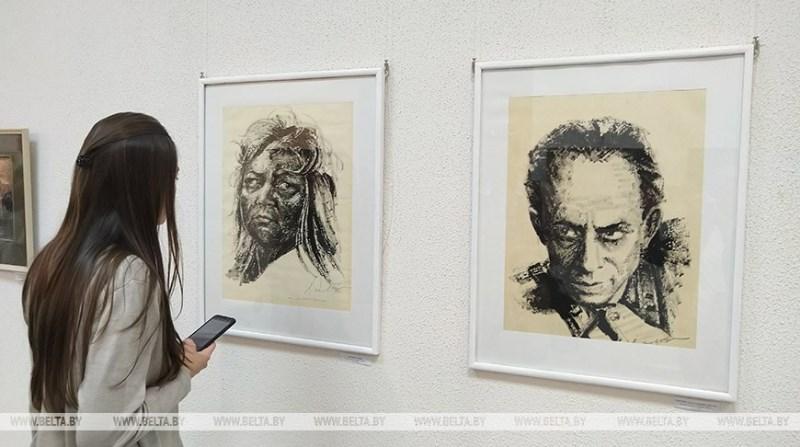 выставка работ брестского художника Леонтия Довбуша