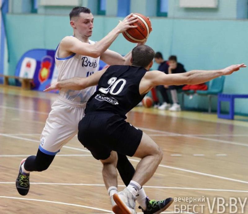 Брестские баскетболисты победили дома «Гомельских рысей»
