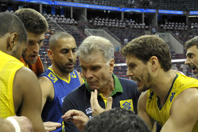 つらい時は支え合い、勝利の喜びを共に分かち合えた監督とブルーノ。 写真:FIVB