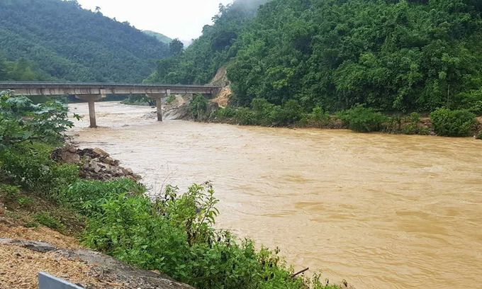 Laos seeks Vietnam's help to search for flash flood victims