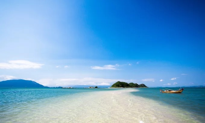 The pristine beauty of a beach in the resort town of Nha Trang in Khanh Hoa Province. Photo by Shutterstock/minhdu.