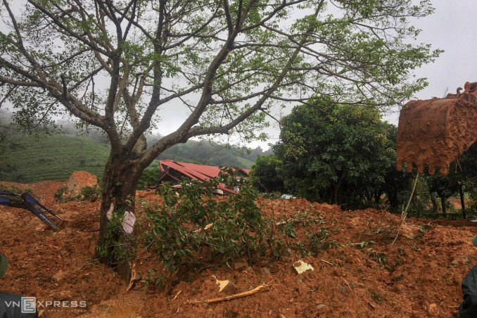 Racing against time to find 22 victims in Quang Tri landslide