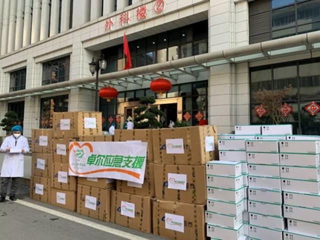 Những trang thiết bị y tế được tập đoàn Zall Holdings của tỷ phú Diêm Chí gửi tặng các bệnh viện cấp cứu tại Vũ Hán. Ảnh: sina.