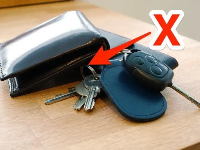 Hãy dùng một hộp nhỏ để đựng chìa khóa, tiền lẻ. Ảnh: BI.