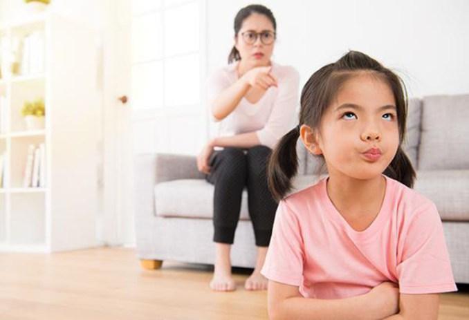 Khi một đứa trẻ phải đối mặt với bài tập về nhà, phản ứng đầu tiên của não bộ là từ chối thay vì hành động.