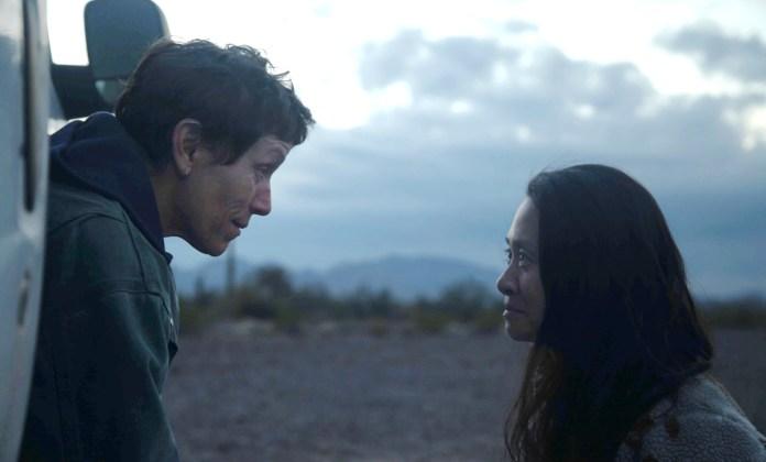 Đạo diễn kiêm biên kịch Chloé Zhao (phải) và diễn viên chính Frances McDormand được khen ngợi khi lần đầu kết hợp.