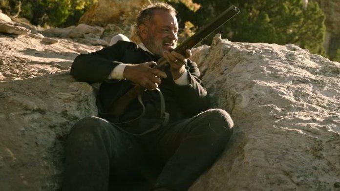 Trong phim, Tom Hanks có nhiều cảnh hành động, mạo hiểm. Diễn viên không ngại thực hiện dù ở độ tuổi 64. Ảnh: Universal.