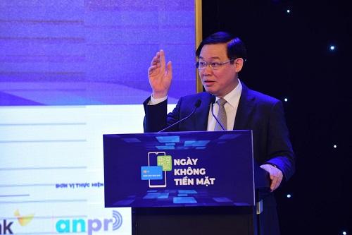 Phó Thủ tướng Vương Đình Huệ phát biểu tại hội thảo sáng 11/6 tại TP HCM.
