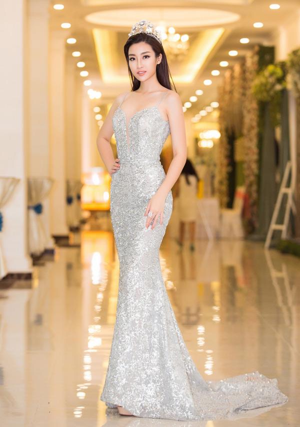Đỗ Mỹ Linh khoe nhan sắc quyến rũ trong bộ váy dạ hội dáng đuôi cá.