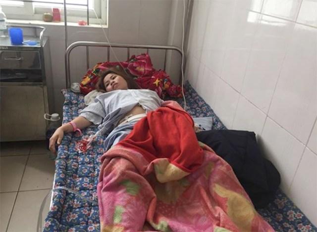 Chị Hóa đang điều trị tại Bệnh viện Đa khoa Hà Tĩnh. Ảnh: Linh Diệu