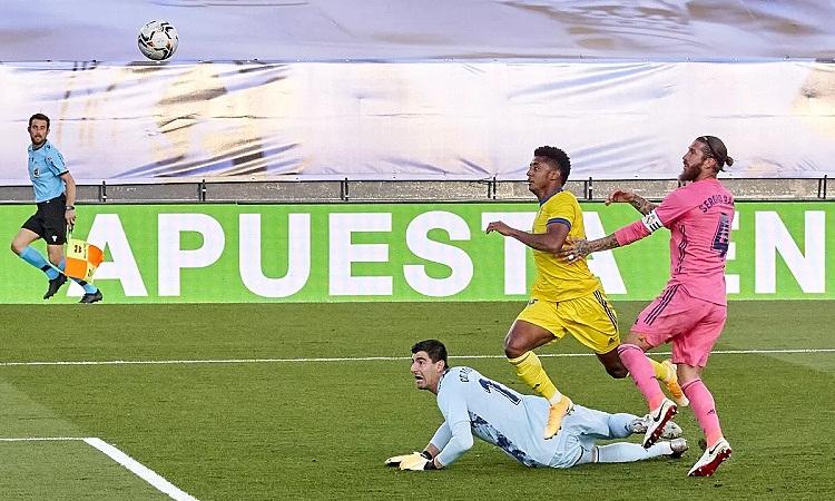 Real thua đội mới lên hạng - VnExpress Thể thao