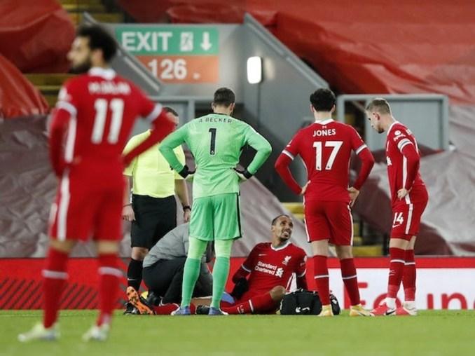 Chấn thương của các trụ cột như Matip (trong ảnh) khiến Liverpool luôn trong tình trạng phải giật gấu vá vai từ đầu mùa này. Ảnh: Reuters