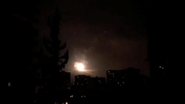 Phòng không Syria đáp trả. Ảnh: Reuters.